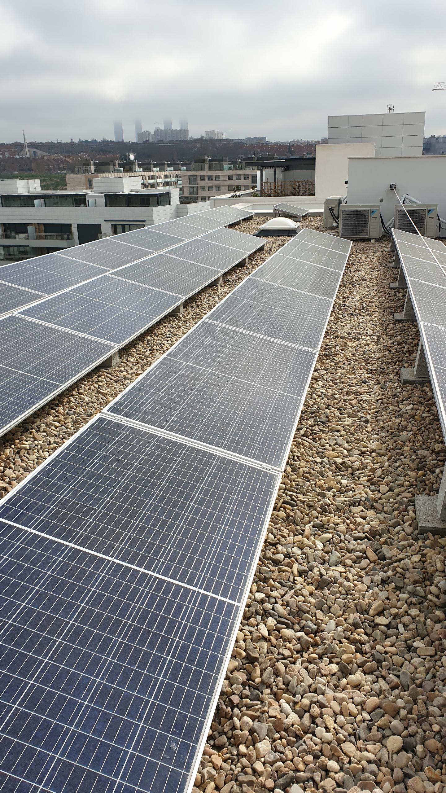 Instalación de placas solares en el tejado / DMDV Arquitectos/Landevel ArroyoFresno
