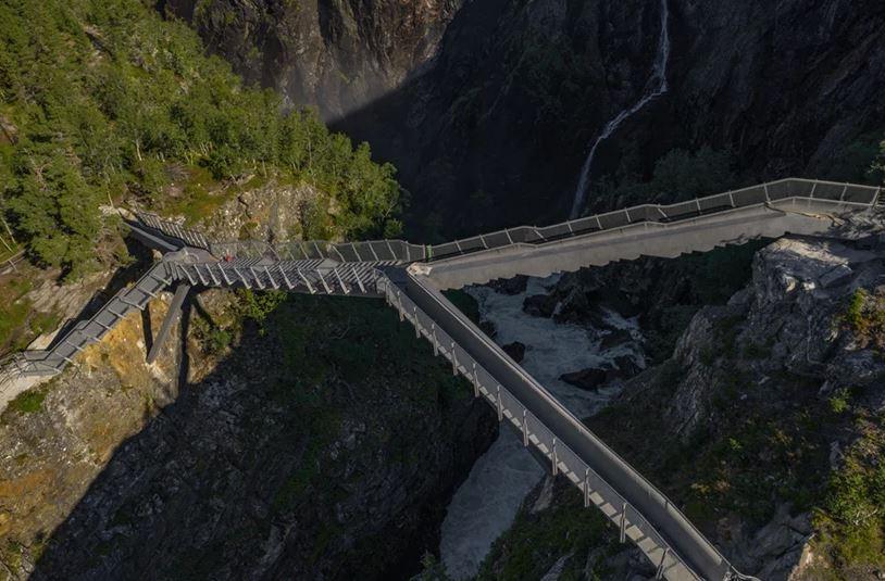 carl-viggo hølmebakk AS arkitektkontor a través de Designboom
