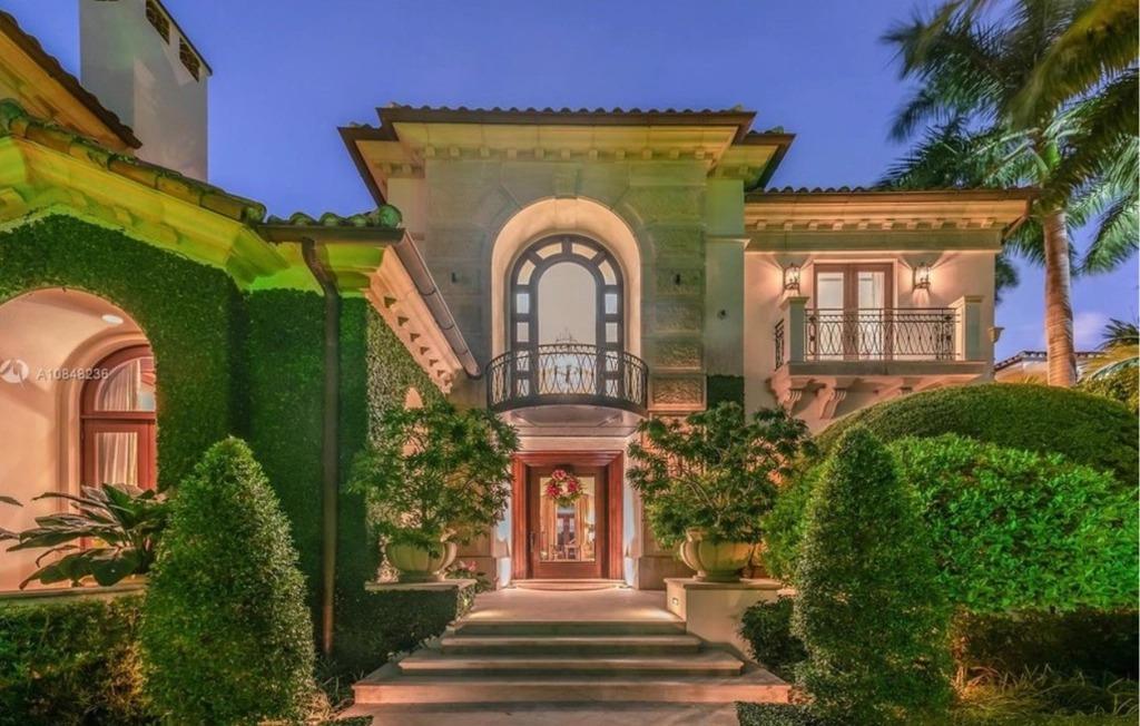 Entrada a la mansión / PMC Assets/Realtor.com