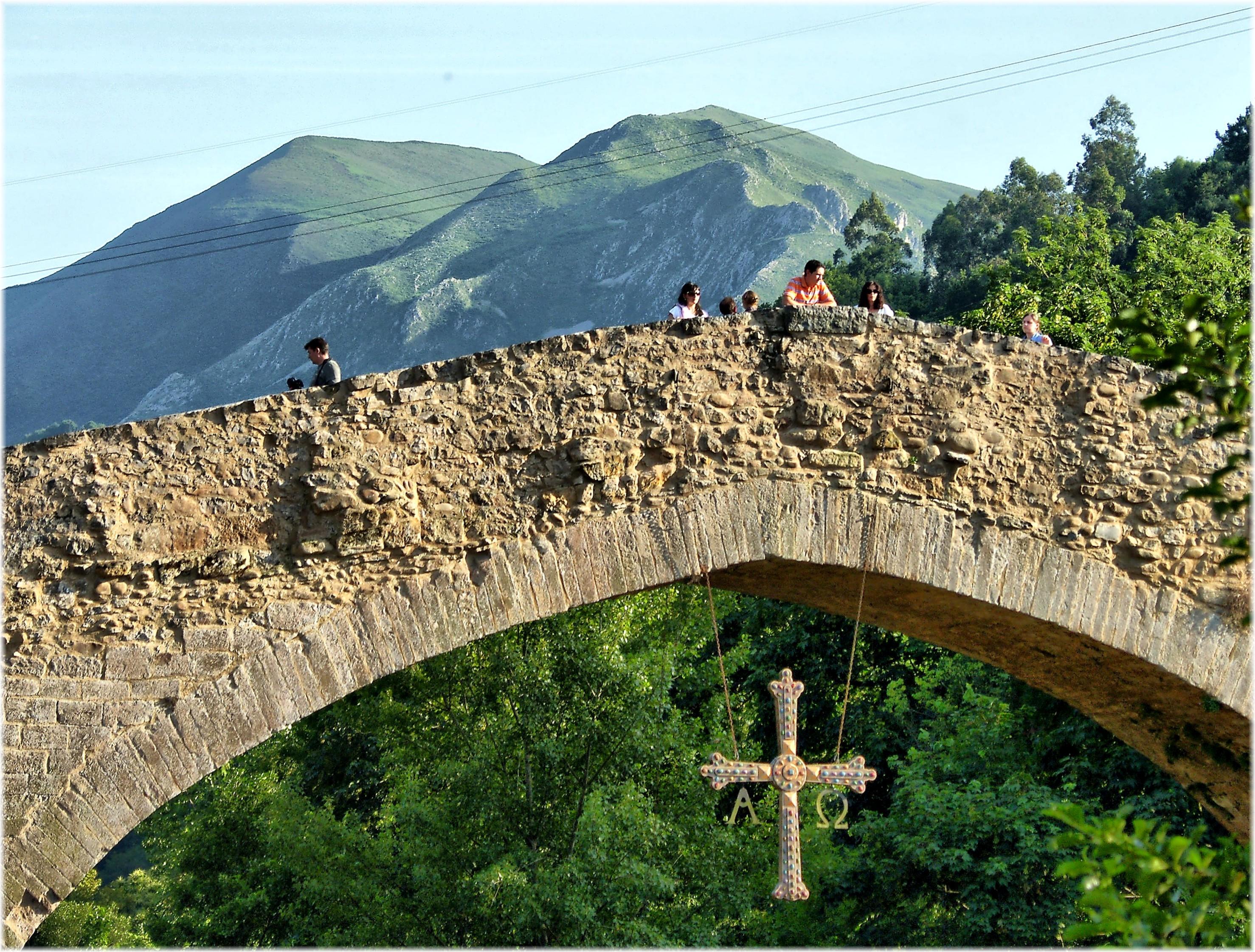 Imagen del puente romano en Cangas de Onís / Wikimedia commons