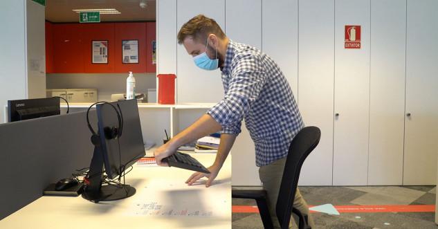 Imagen de un trabajador en una oficina
