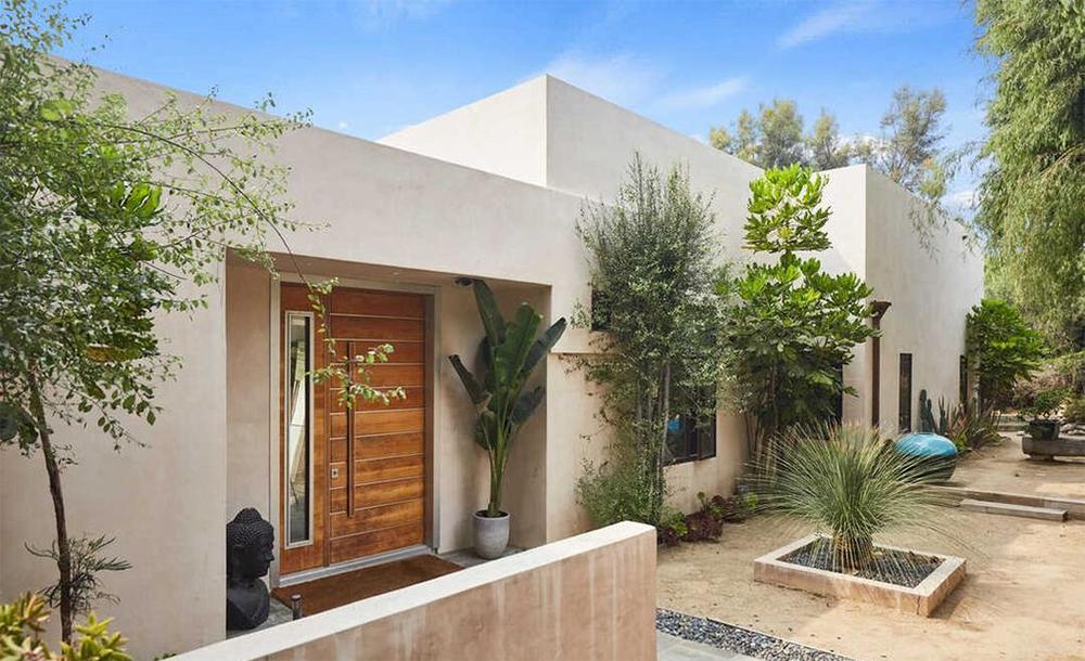 Una casa sencilla que esconde amplios espacios