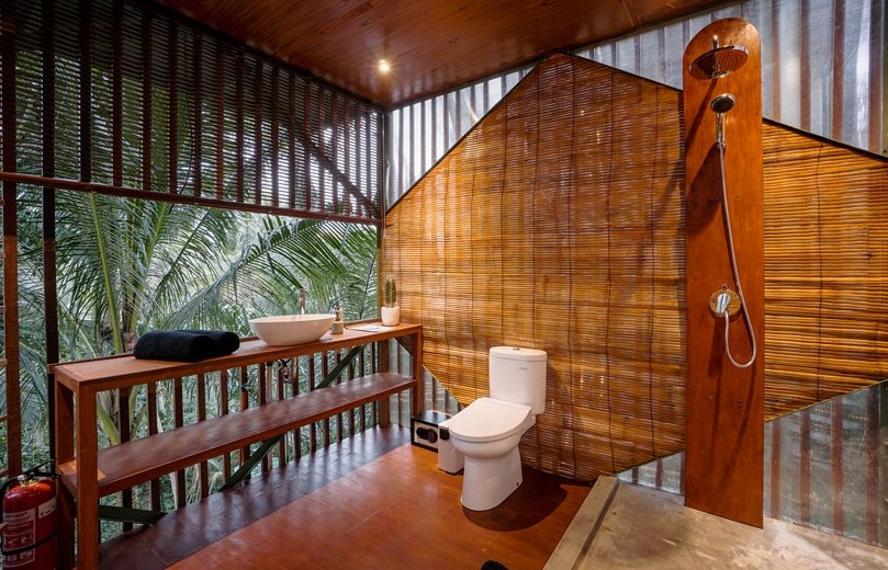 Abierto y de bambú