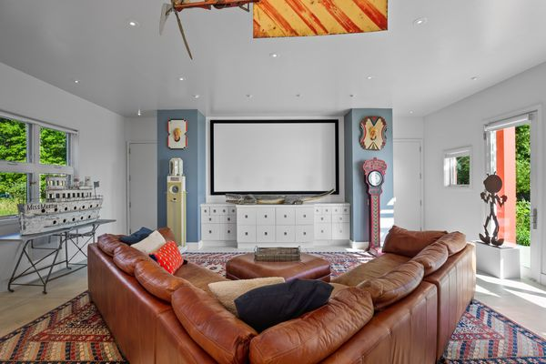 Sala de tv / Light Photography for Mahler Sotheby's International Realty