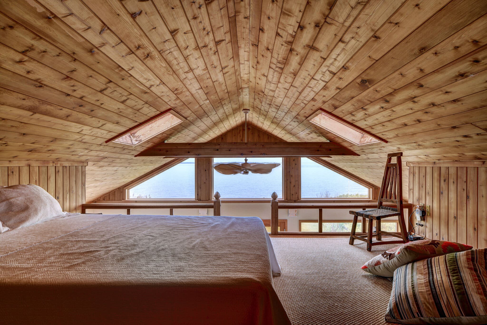 Dormitorio con vestidor / Chris Foster for Sotheby's International Realty