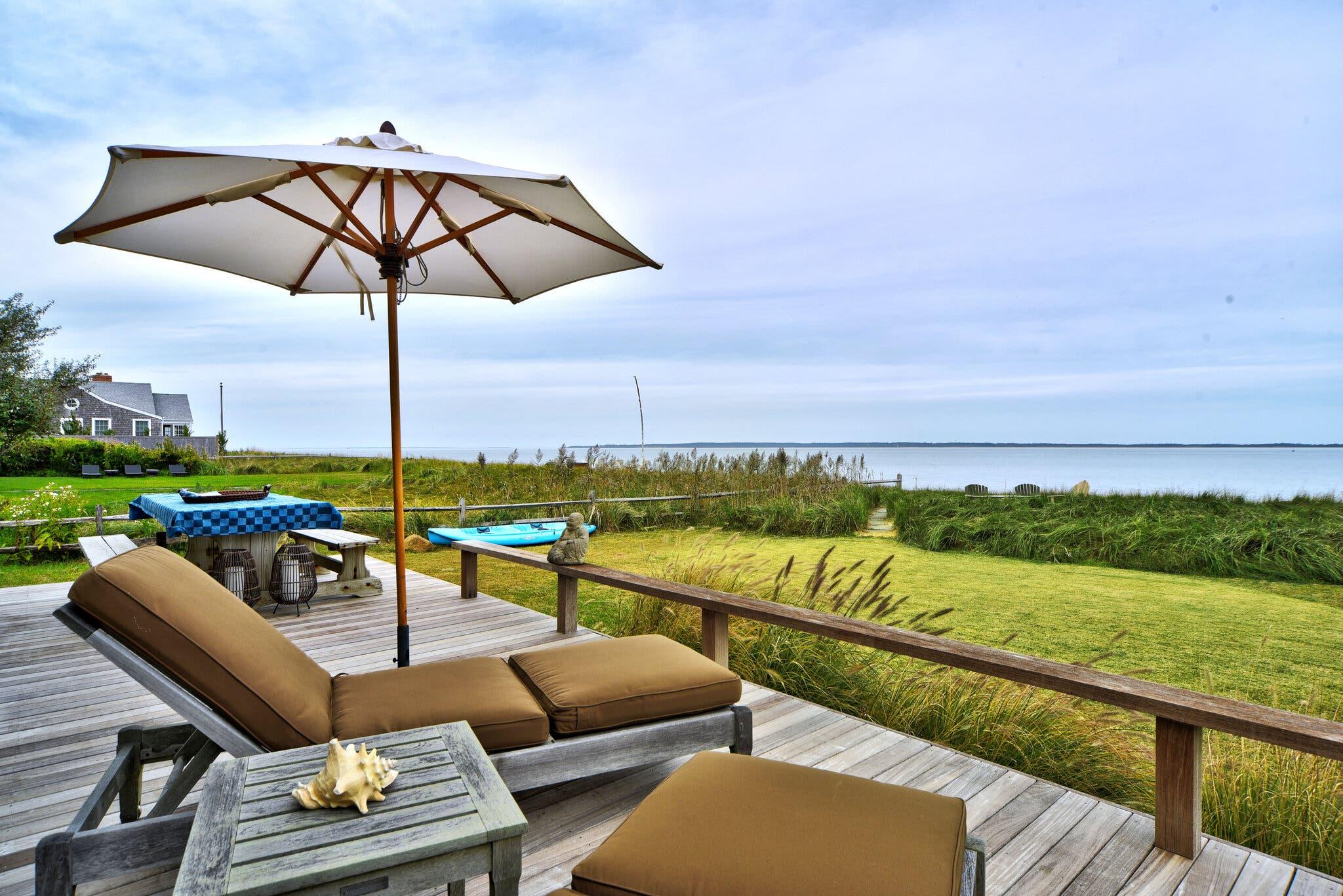 Terraza con vistas al mar / Chris Foster for Sotheby's International Realty