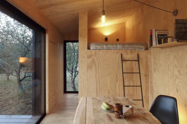 Una cabaña de madera autosuficiente ideal como segunda residencia