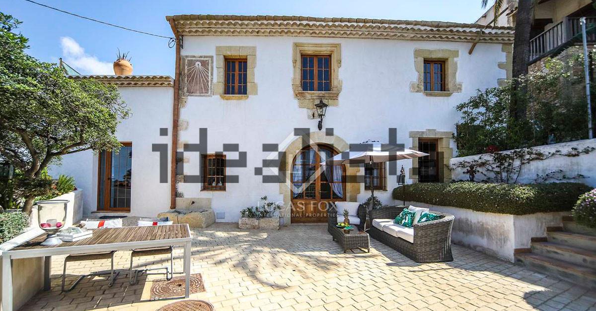 Una remodelación con estilo de una típica casa de pueblo del siglo XVI en Tarragona