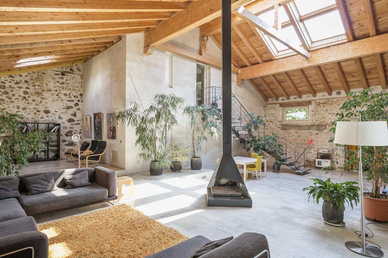 Un viejo caserón rehabilitado en vivienda de lujo en Segovia se vende por 1,5 millones