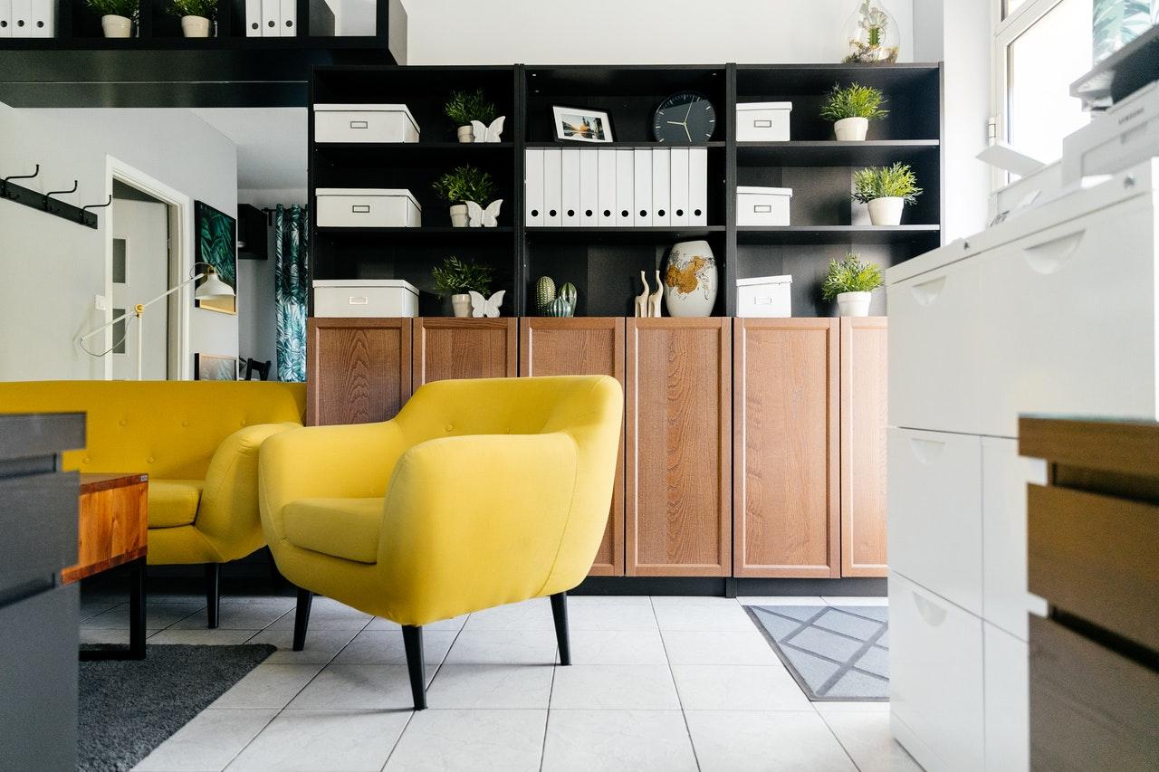 Colores Pantone 2021: amarillo y gris