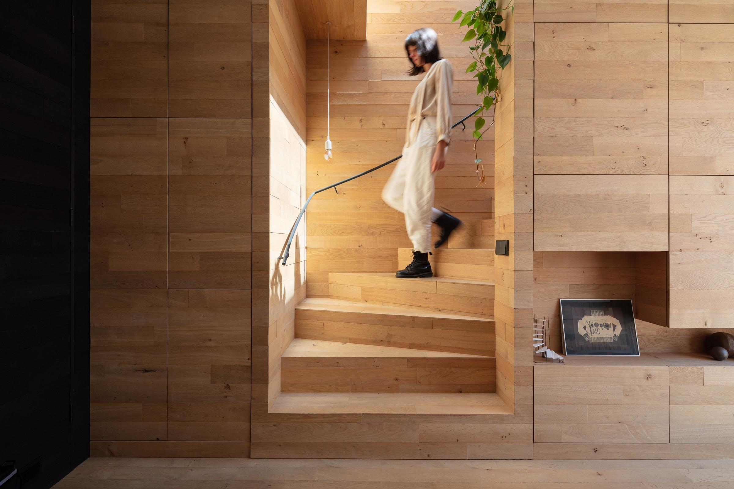 La madera es el material protagonista