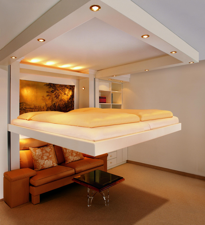 Un diseño específico del techo que oculta la cama