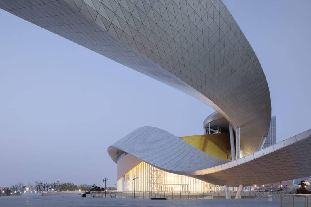 La estructura es curva y tiene 500 metros de ancho