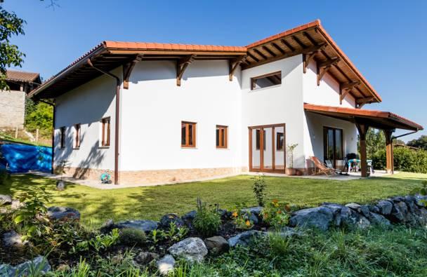 Exterior de una casa paja / Ecopaja
