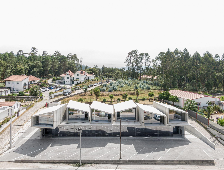 Formado por seis casas con zonas comunes