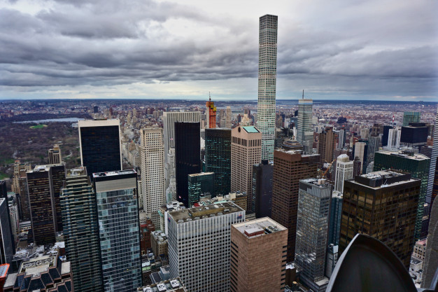 Imagen donde destaca el rascacielos 432 de Park Avenue / Freepick