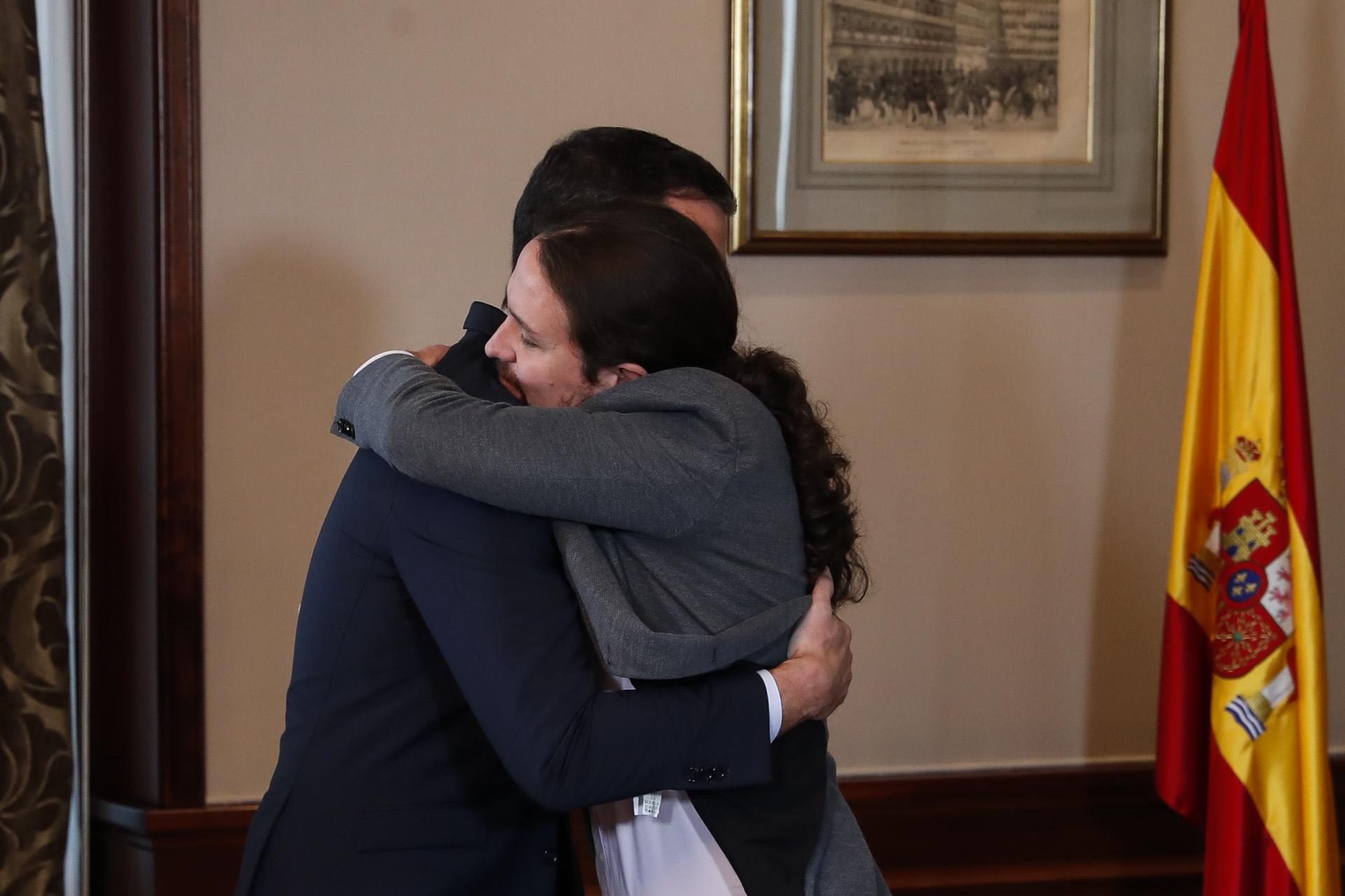 Pedro Sánchez y Pablo Iglesias durante el acuerdo de coalición de Gobierno en 2019 / Gtres