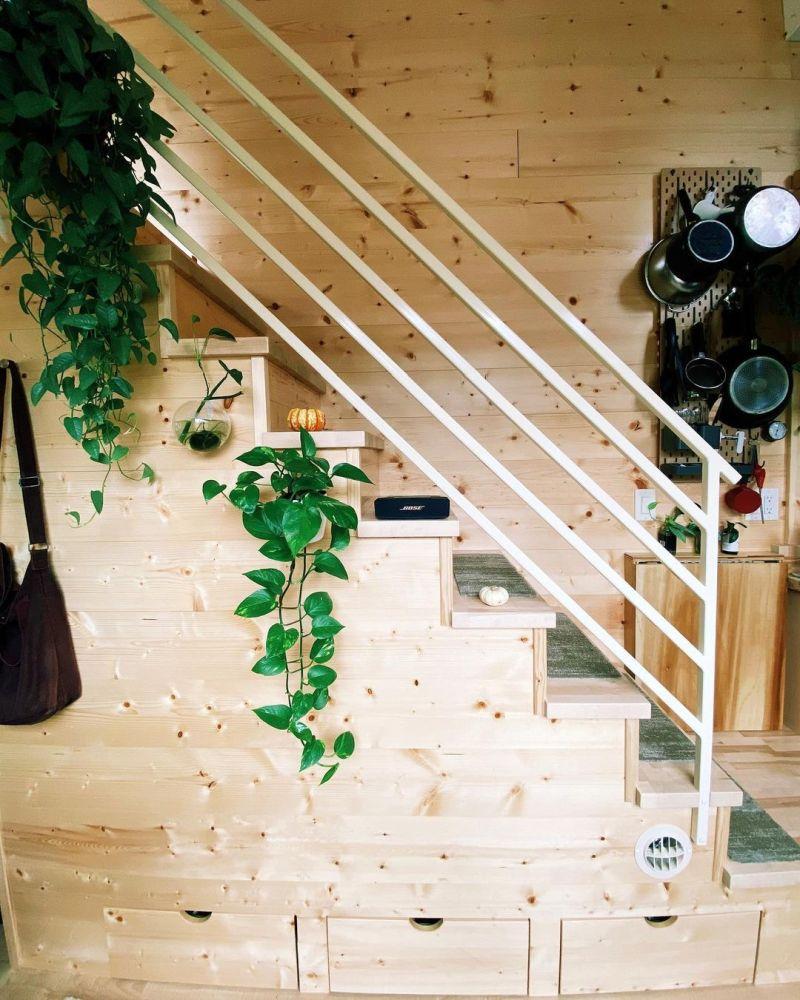 Cajones debajo de la escalera