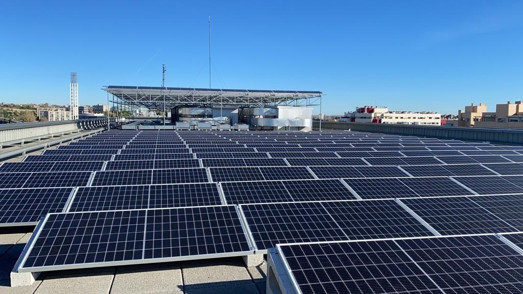 Placas solares en uno de los activos de Merlin