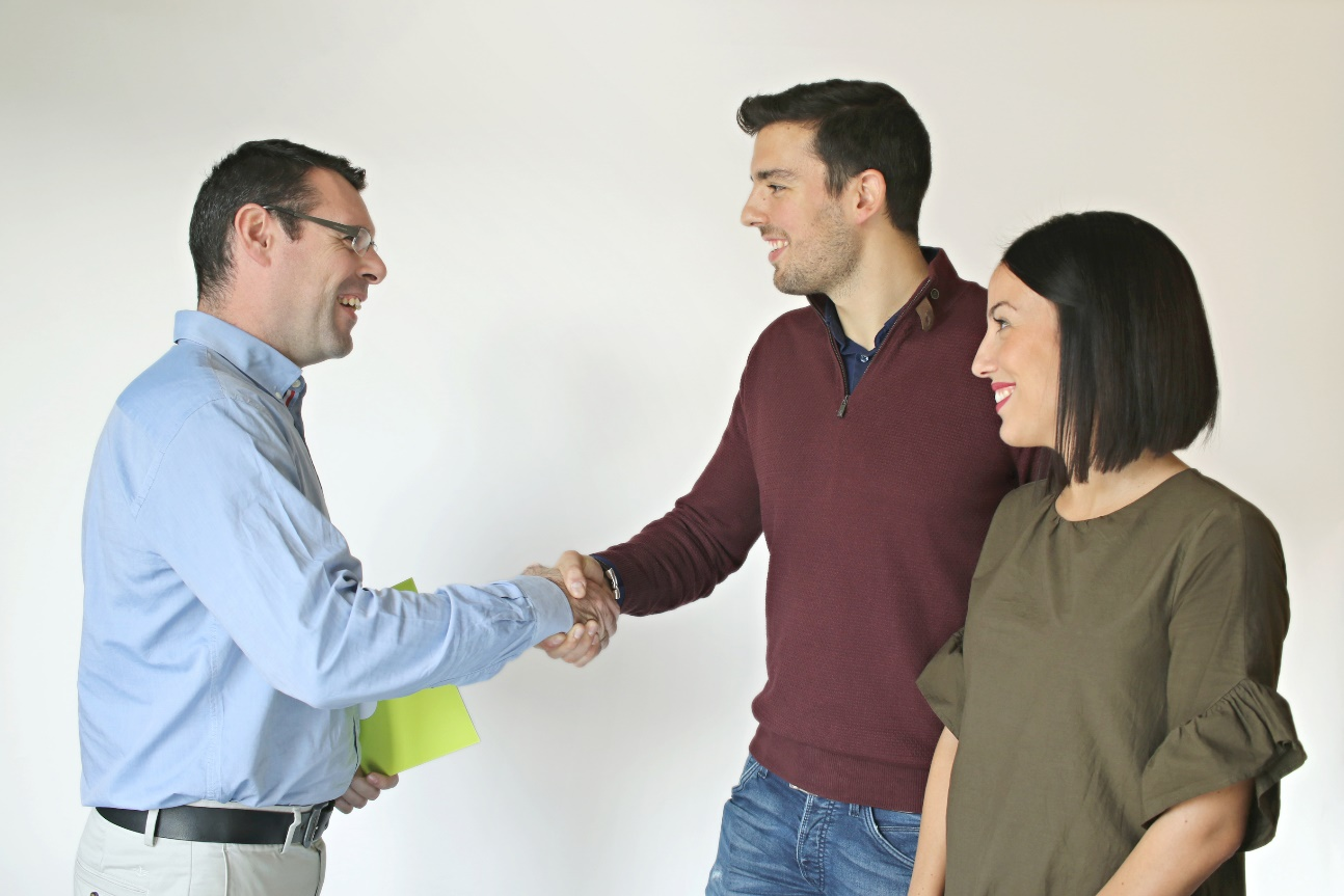 Aviso a los jóvenes: la CNC quiere cubrir el 20% de ahorro que necesitan para comprar su primera casa