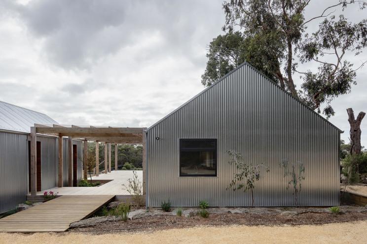 Una casa prefabricada en la costa australiana ecológica y flexible