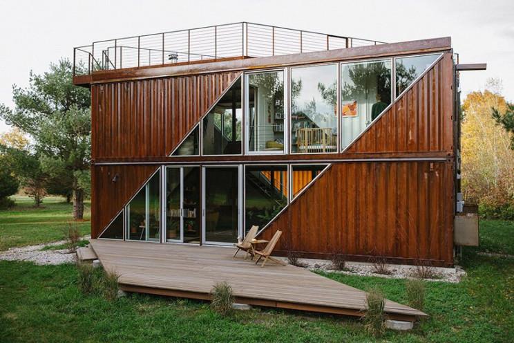 Casa prefabricada construida con contenedores de transporte