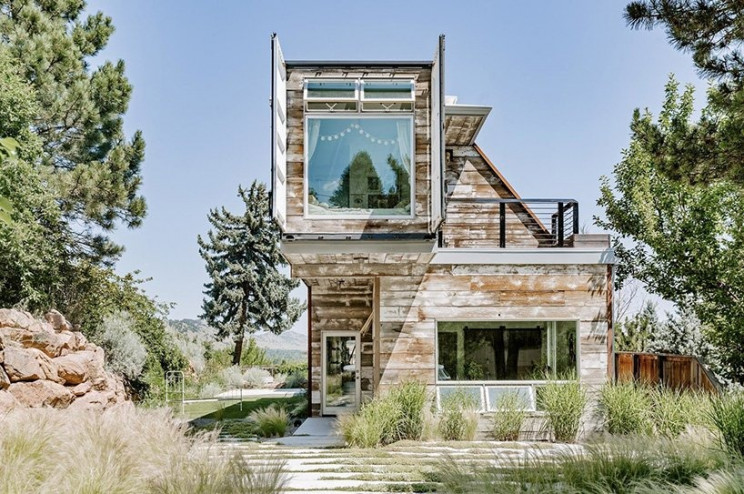 Casa prefabricada de lujo que parece una obra de arte