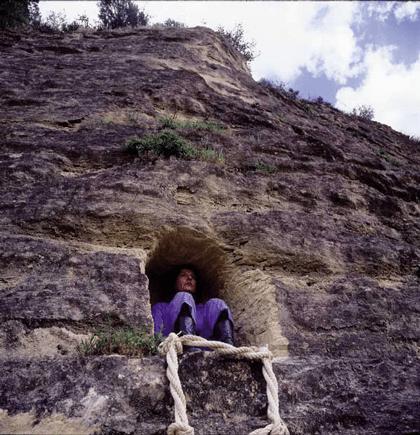 Nidos Humanos-2001 / Fundacion NMAC