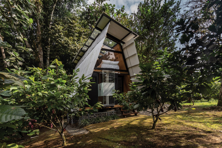 Cabaña prefabricada en la selva de Ecuador totalmente sostenible
