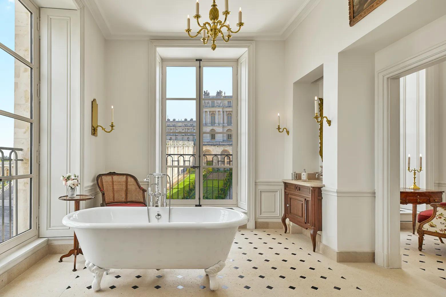 Airelles Château de Versailles- Le Grand Contrôle