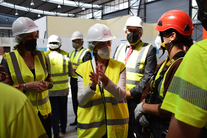 La ministra de Educación, Isabel Celaá, durante su visita a las instalaciones a un centro de formación
