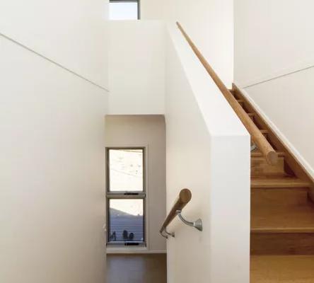 La vivienda tiene dos pisos