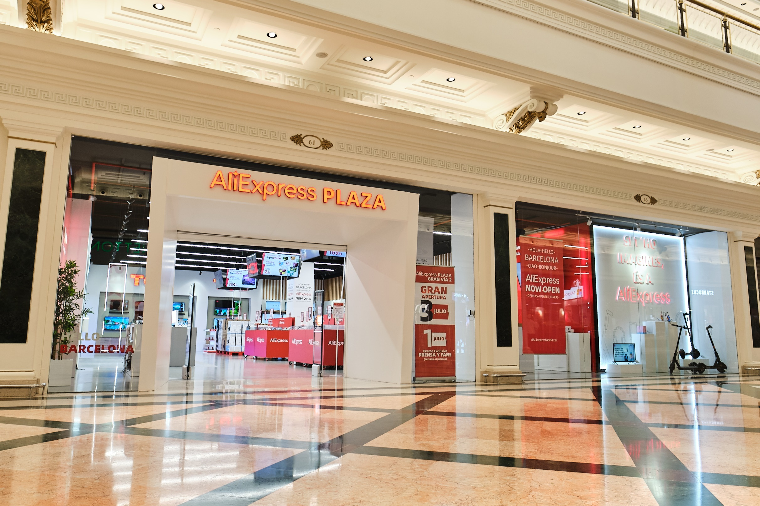 Tienda 'AliExpress Plaza' en el Centro Comercial Gran Via 2 de L'Hospitalet de Llobregat (Barcelona) / ALIEXPRESS