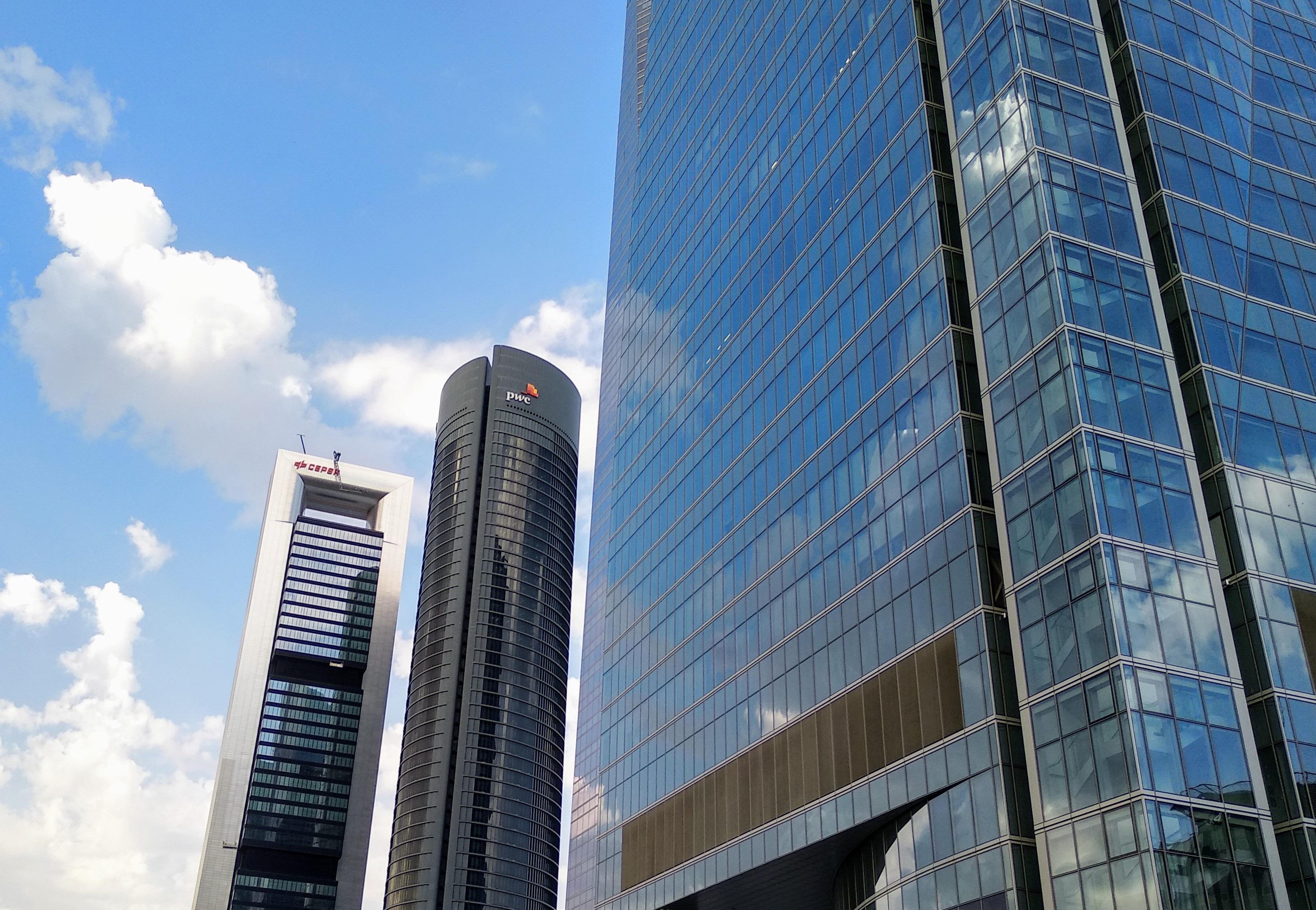 Edificios de las sedes de PwC y Cepsa en Madrid. Torre Espacio