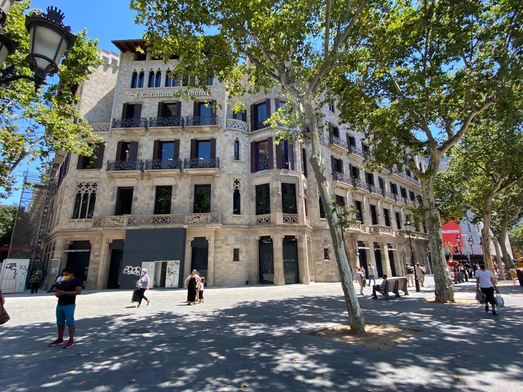 Catalana Occidente alquilar una 'macrotienda' Adidas en Paseo de Gracia