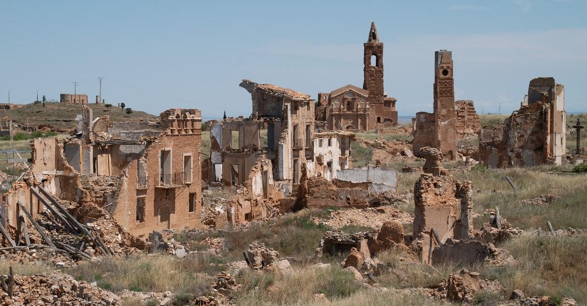 Belchite, uno de los pueblos malditos más famosos de España, como nunca lo habías visto
