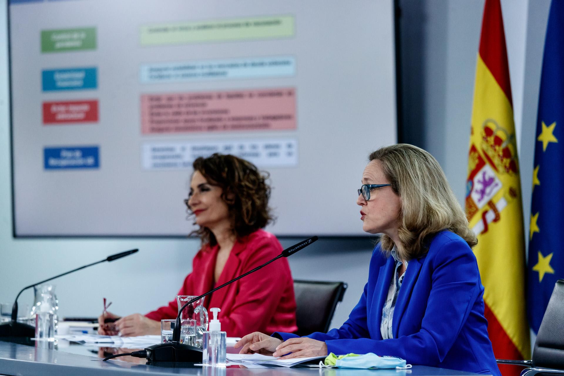 María Jesús Montero, ministra de Hacienda, y Nadia Calviño, ministra de Economía  / Gtres