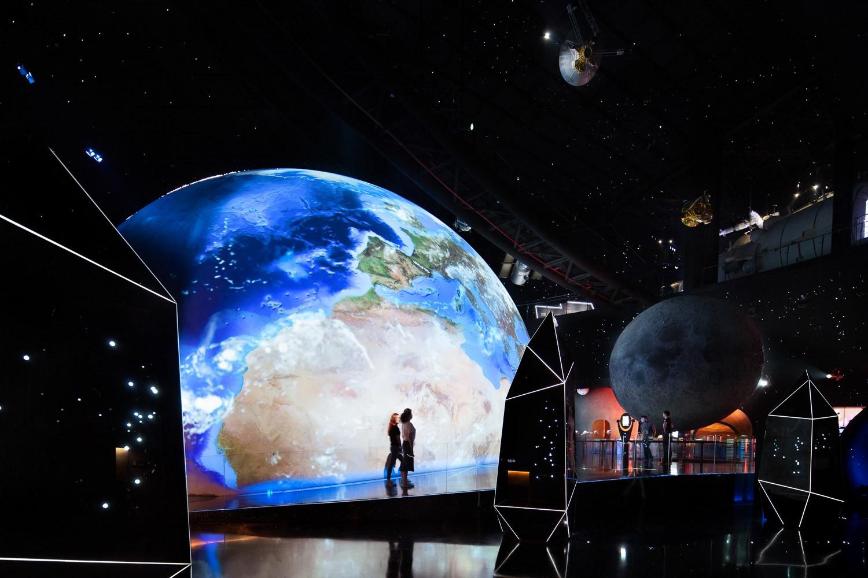 Recrea los planetas, el sol y las estrellas a gran escala