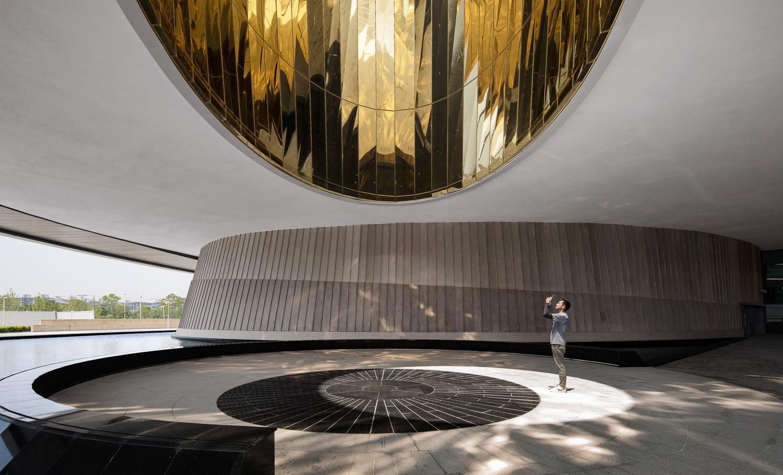 Formado por tres partes: el Oculus, la Cúpula Invertida y la Esfera