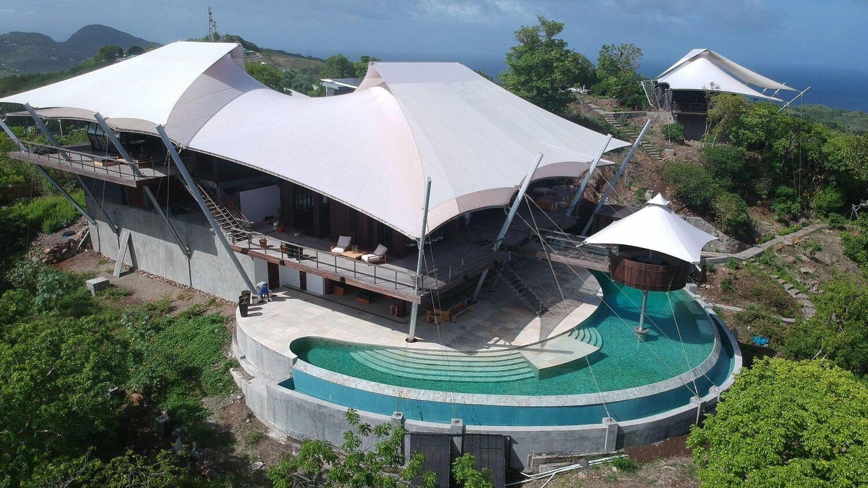 Incluye una piscina privada