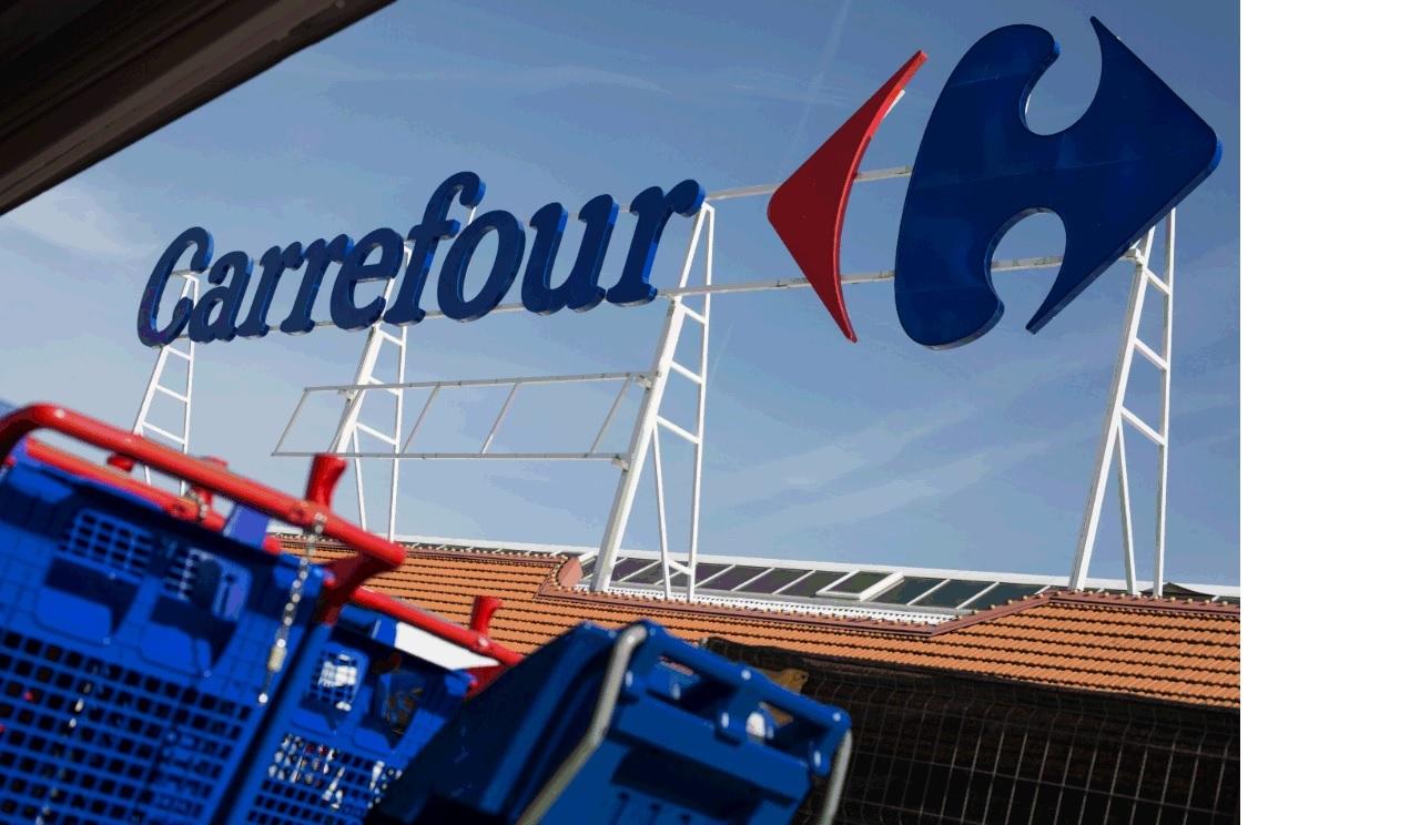 Archivo - Fachada de un centro de Carrefour