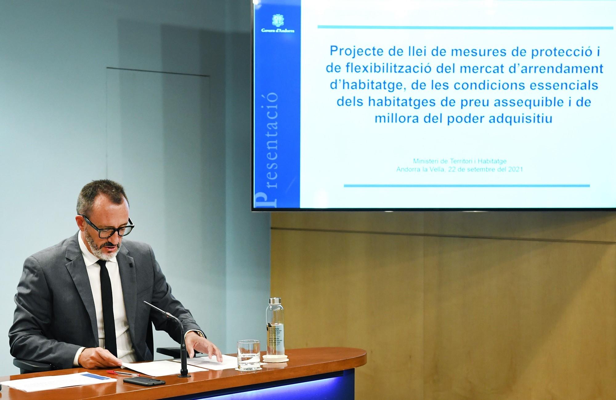 El ministro de Territorio y Vivienda, Víctor Filloy,