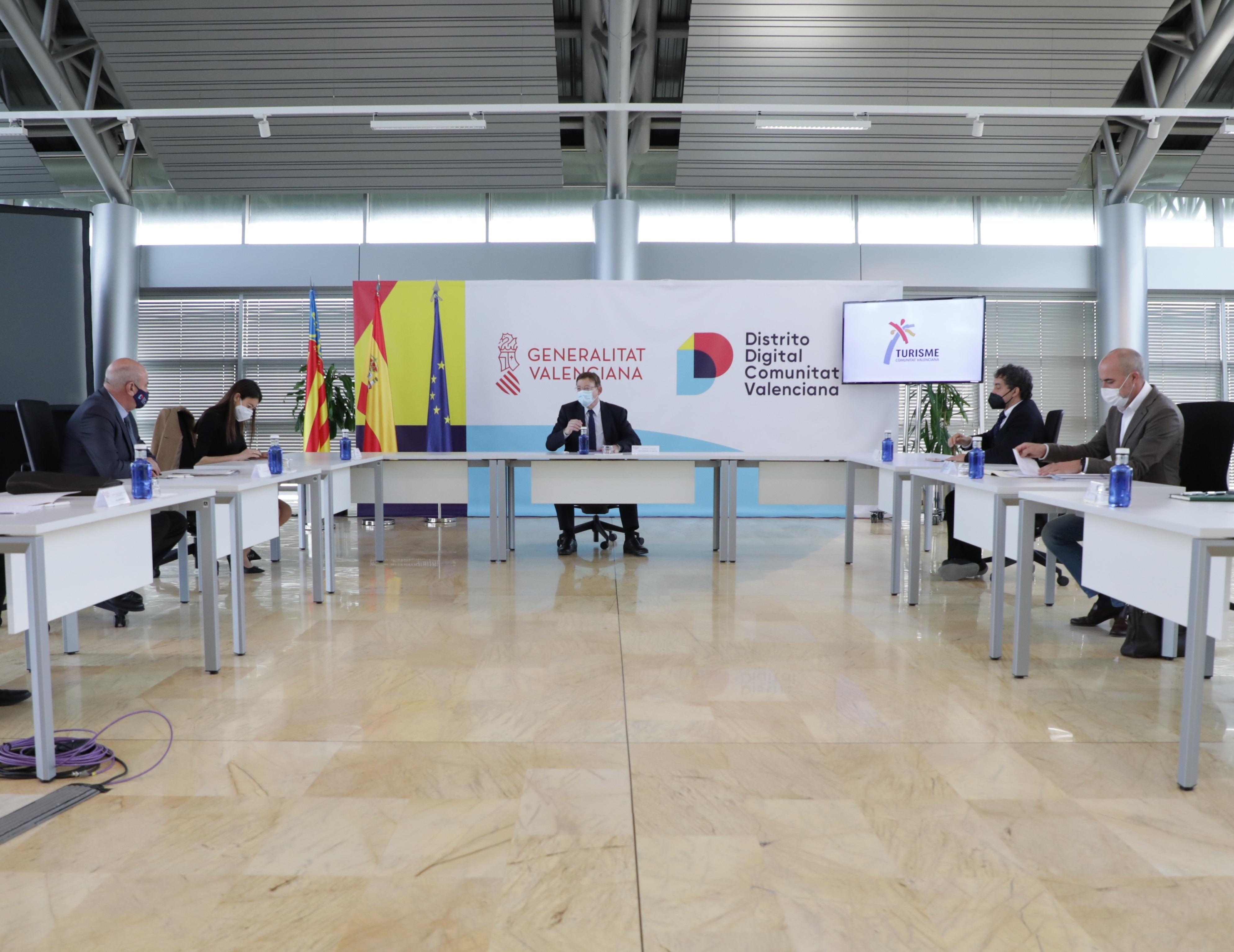 Ximo Puig preside una reunión en Distrito Digital
