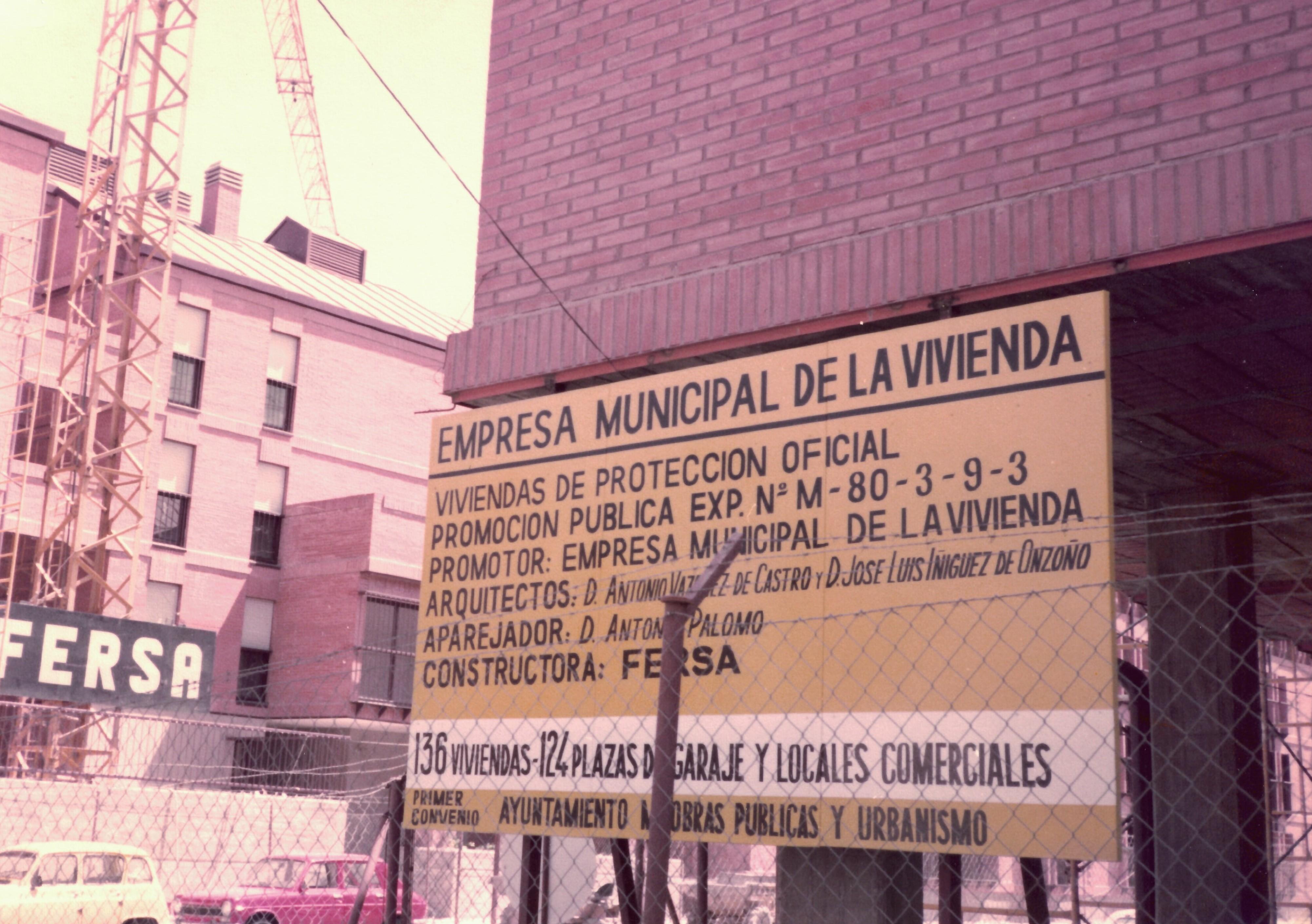 Primera promoción que hicimos en Carabanchel y que se entregó en 1983 / EMVS