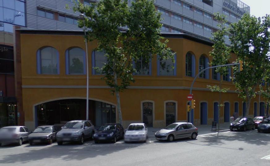 El edificio situado en la calle Llacuna 10-20 de Barcelona / Google