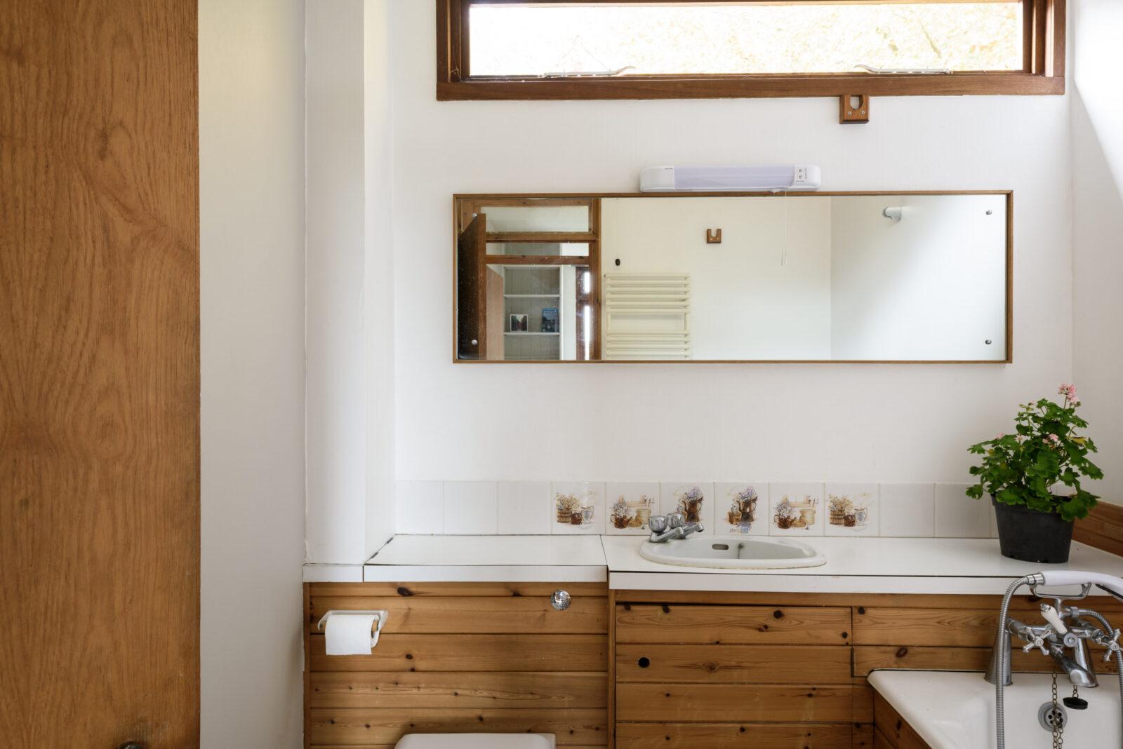 Un gran mueble de lavabo