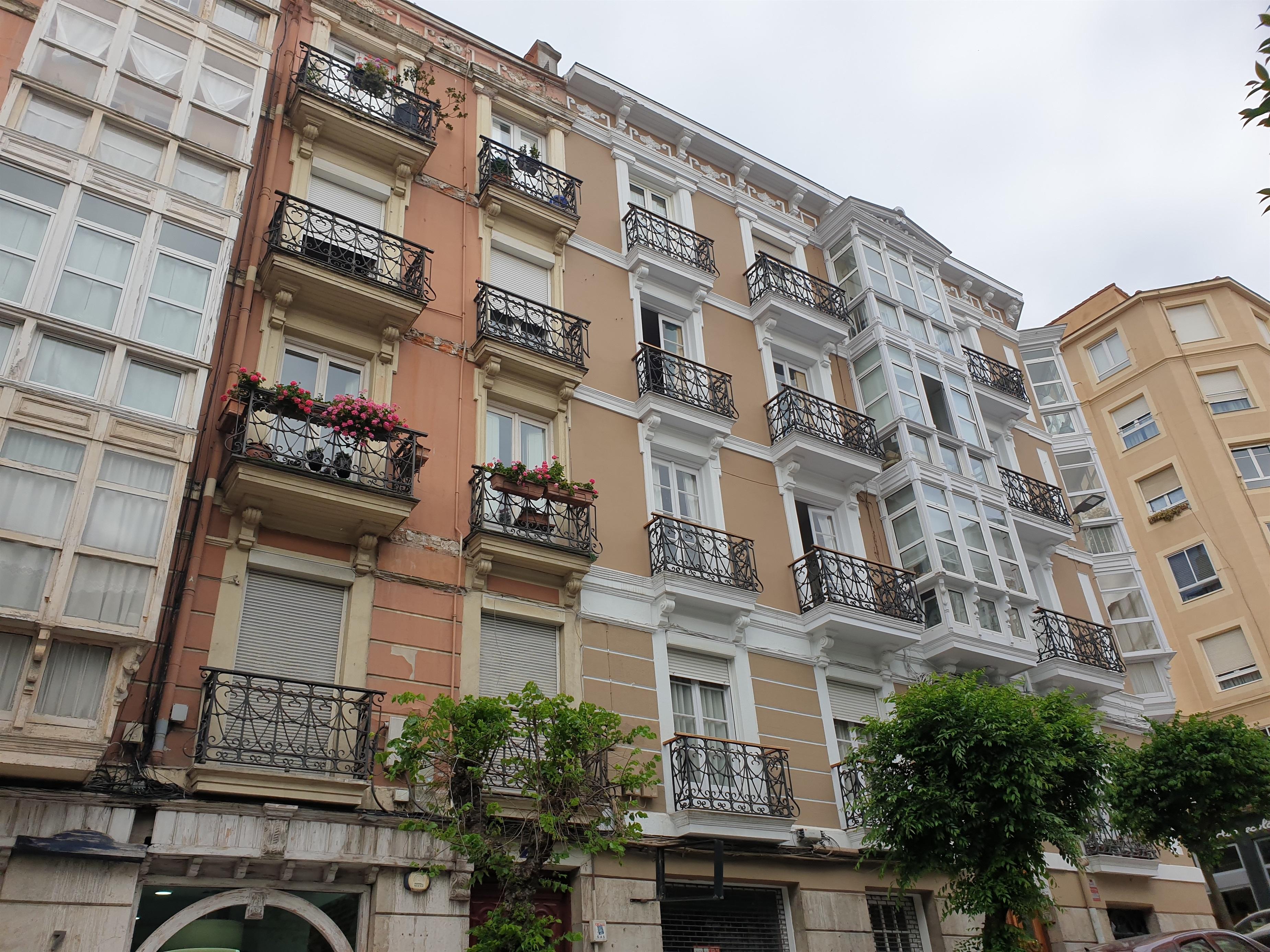 Archivo - Viviendas en Santander, en una imagen de archivo.