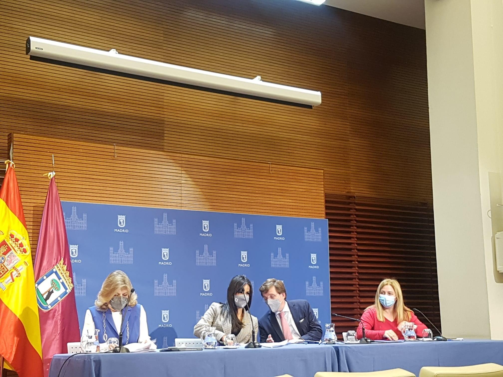 El alcalde de Madrid, José Luis Martínez-Almeida, preside la reunión de la Junta de Gobierno extraordinaria de la ciudad de Madr