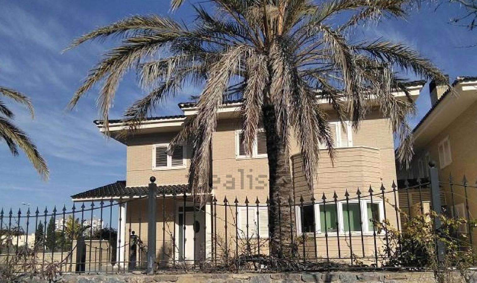 Altamira pone a la venta un complejo de 11 viviendas en Alicante por 5 millones
