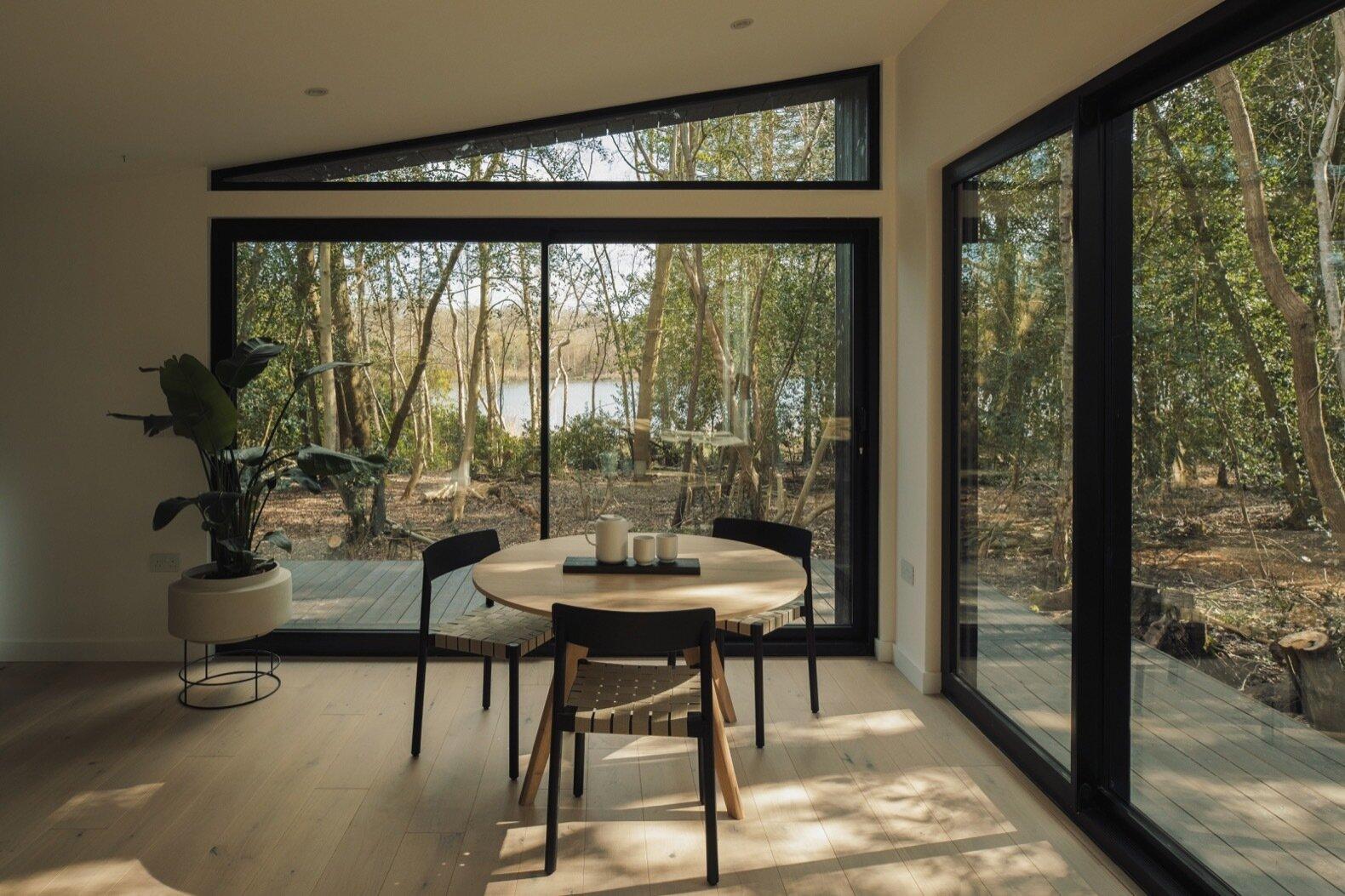 Grandes ventanales para aprovechar la luz natural